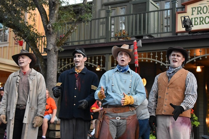 Cadaver Dans Disney Halloween party