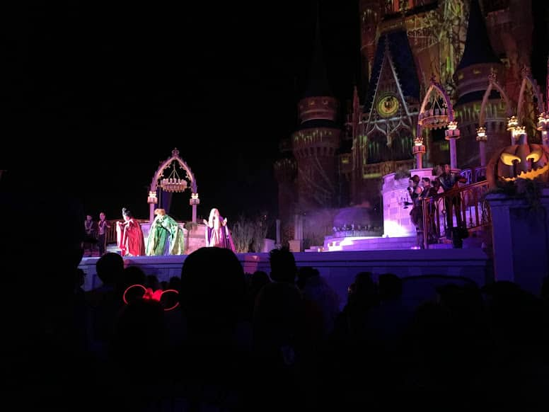 Hocus Pocus Spelltacular Show Disney Halloween Party